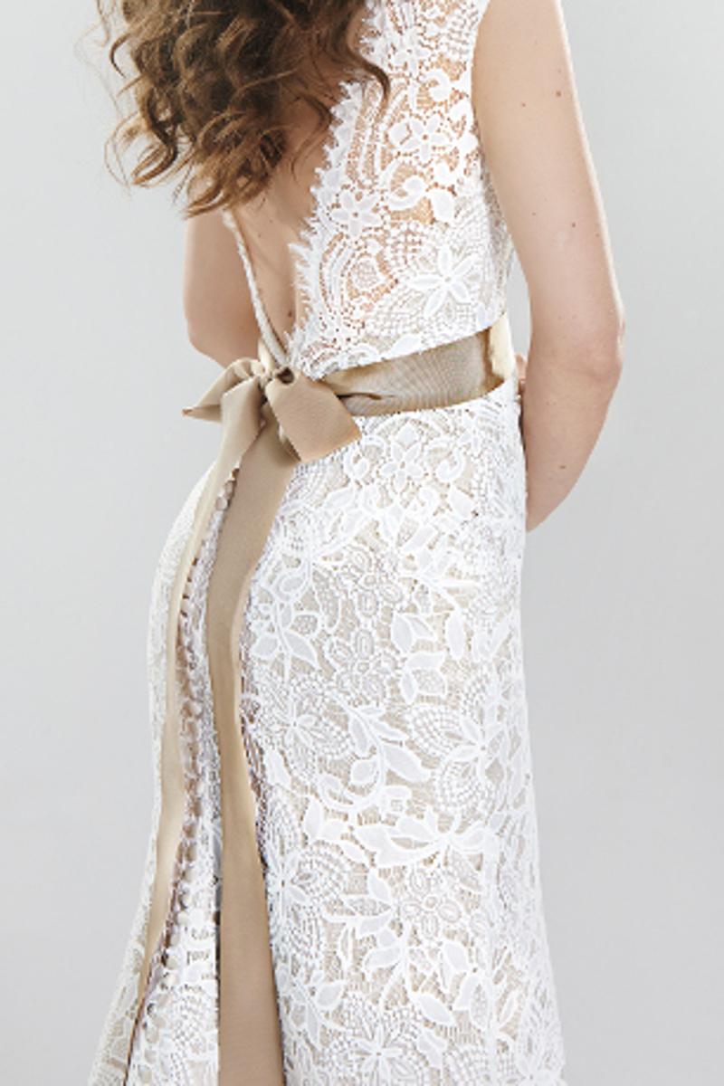 7ac299f66c Poza sukniami ślubnymi oferujemy także różnego rodzaju dodatki